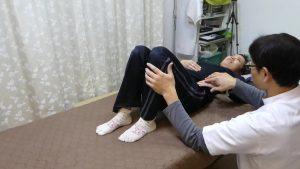 インナーマッスルの大腰筋を自分で押さえる指導でセルフケアになる