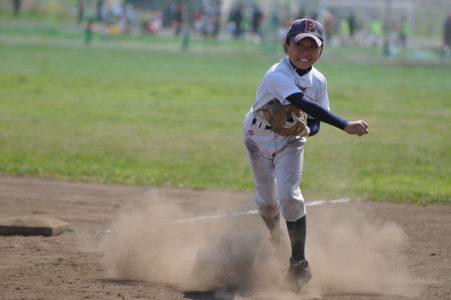 小学生野球投球画像
