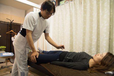 股関節外転回旋屈曲膝開き