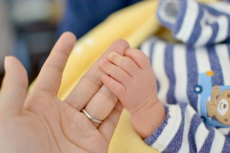 産後の育児で腰痛
