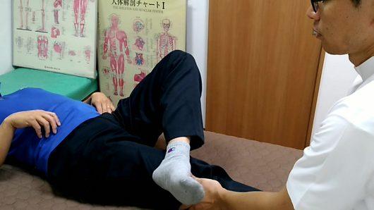 左股関節が硬くて脚を組みにくい