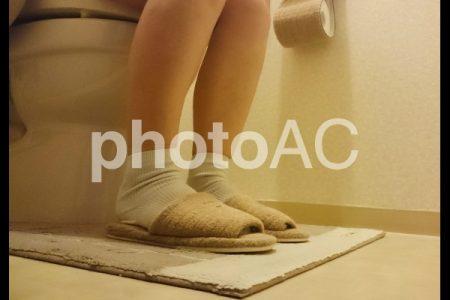 洋式トイレの足