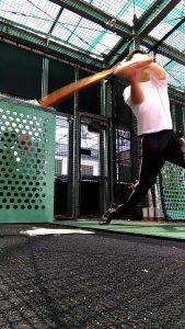 野球バッティングセンターでフルスイングして腰痛
