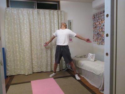 ラジオ体操後屈身体を反らす